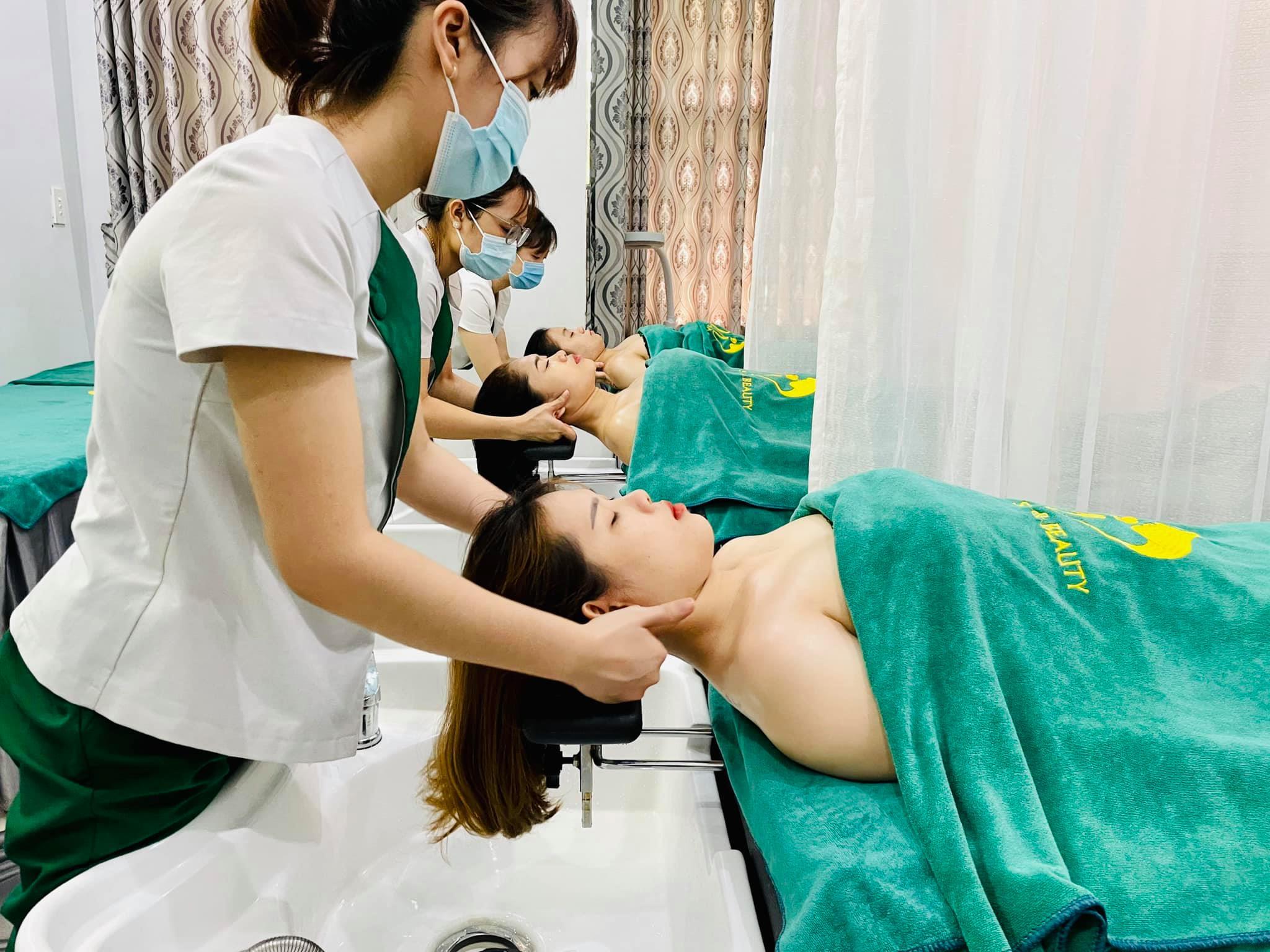 Gội đầu dưỡng sinh đang là phương pháp gội đầu phổ biến hiện nay