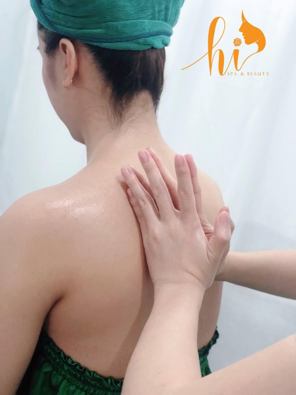 Kỹ thuật viên với nhiều năm kinh nghiệm về massage trị liệu cổ vai gáy