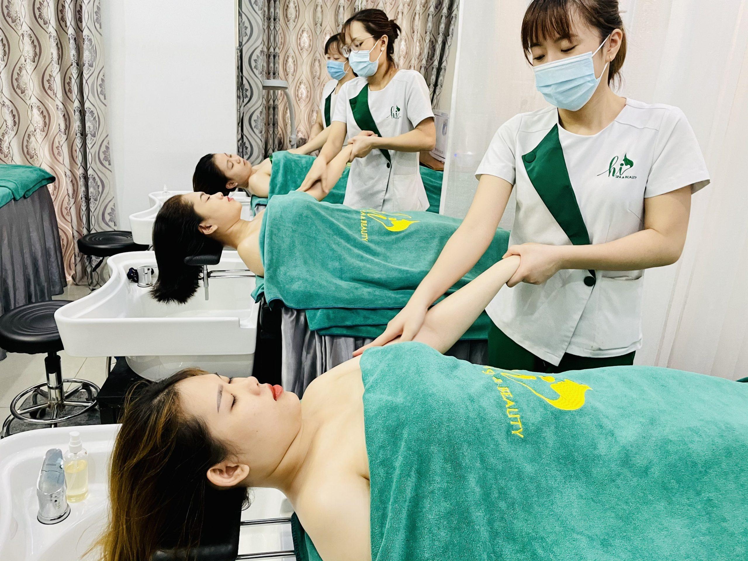 Massage lên cánh tay giúp giảm căng cơ và thư giãn các bó cơ